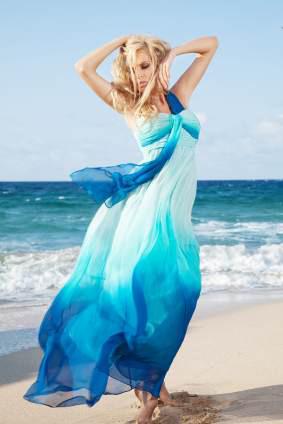 Błękitna i zwiewna sukienka