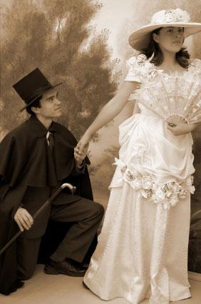 Sukienka ślubna z XIX wieku oraz garnitur